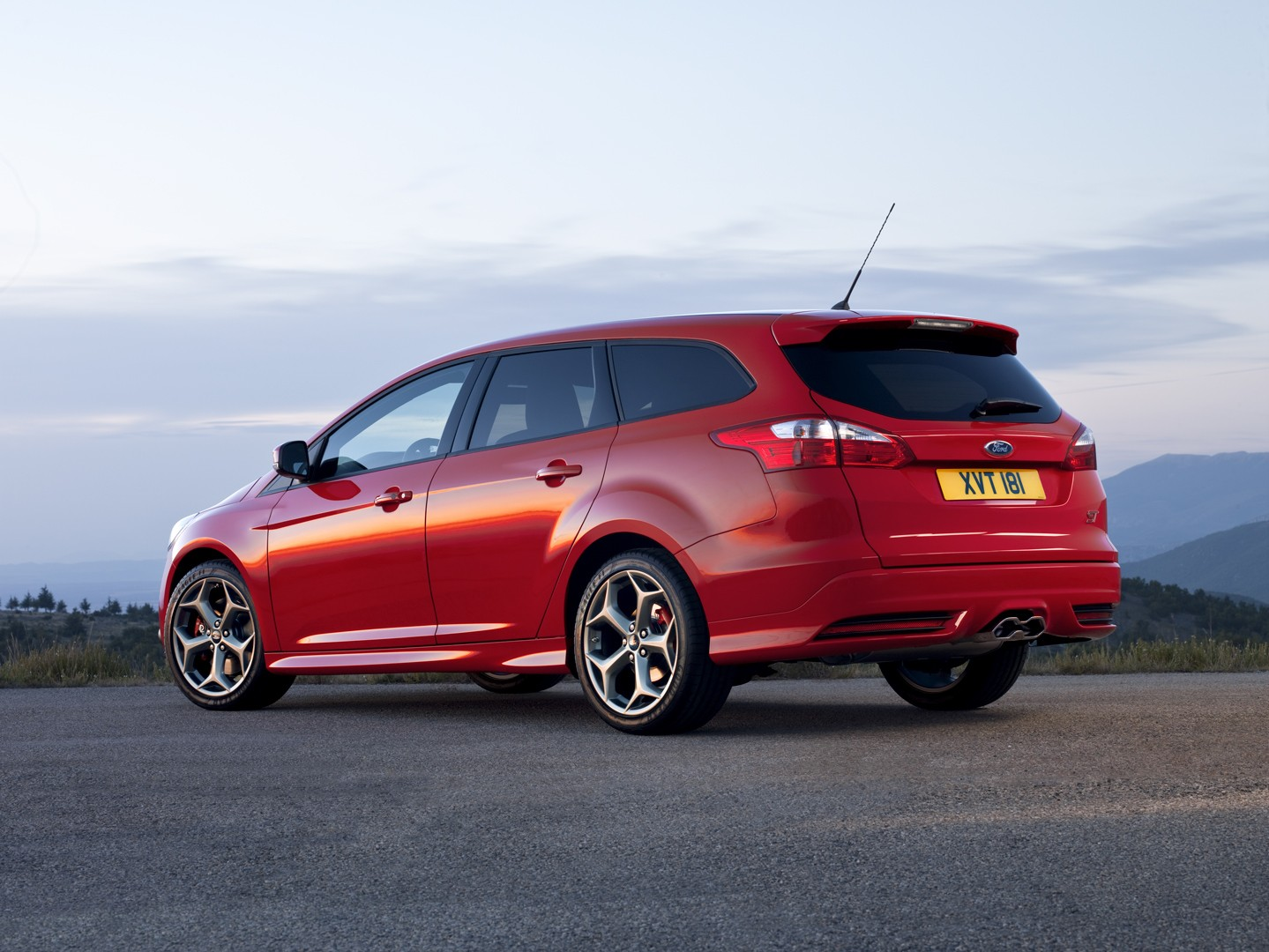 ... FORD Focus Wagon (2011 - 2014) ...