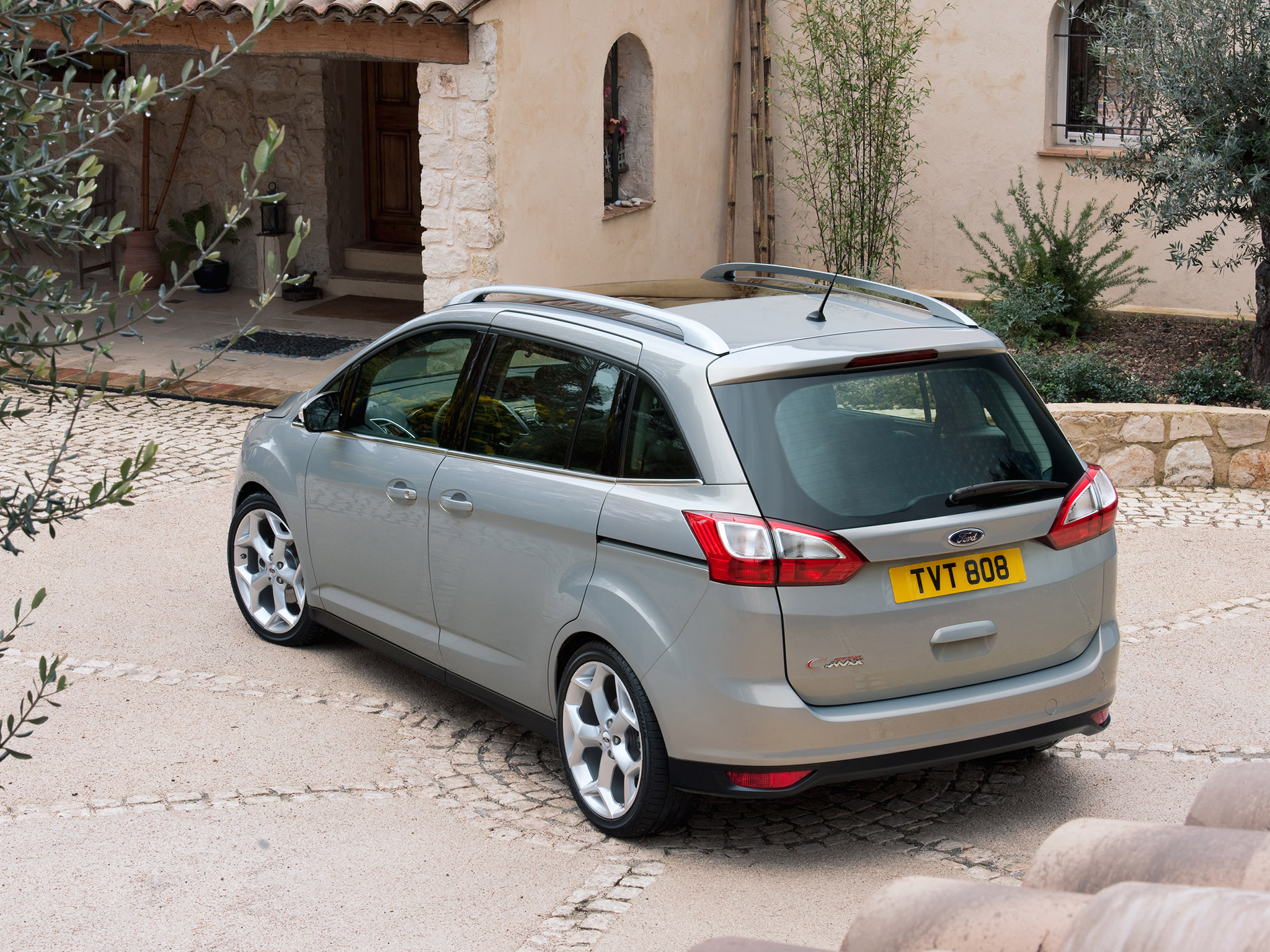 FORD Grand C-Max specs & photos - 2011, 2012, 2013, 2014 ...
