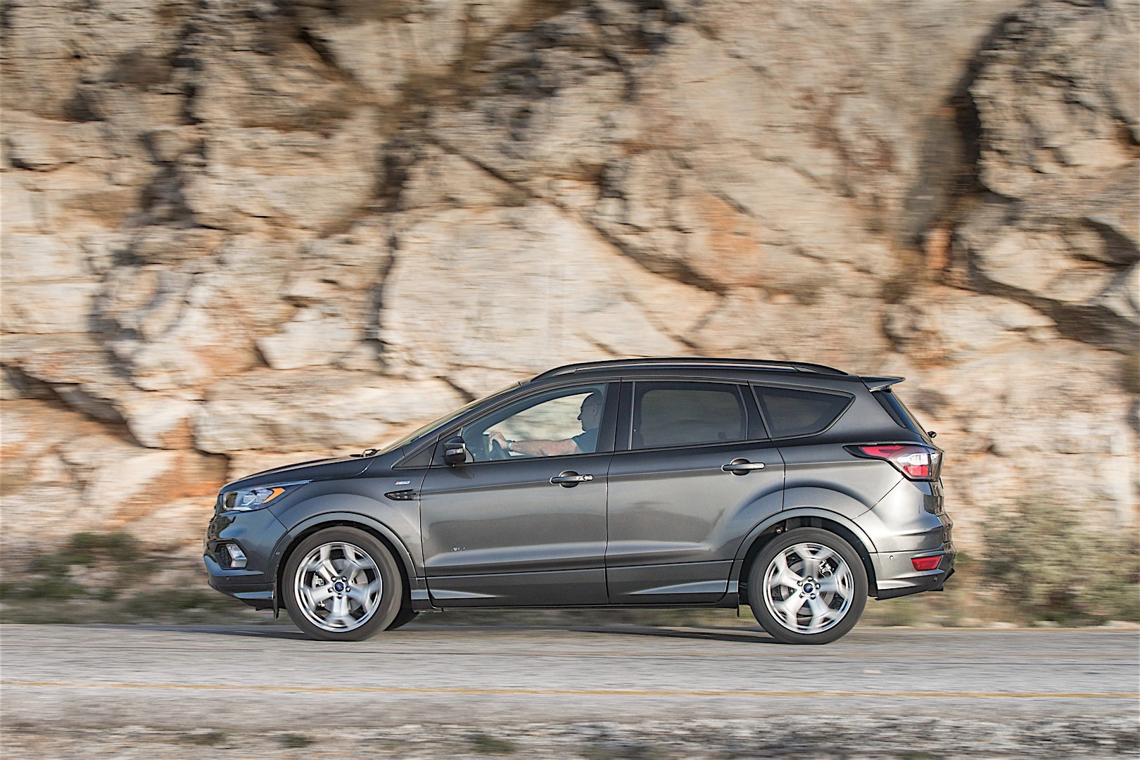 FORD Kuga specs & photos - 2016, 2017, 2018, 2019 ...