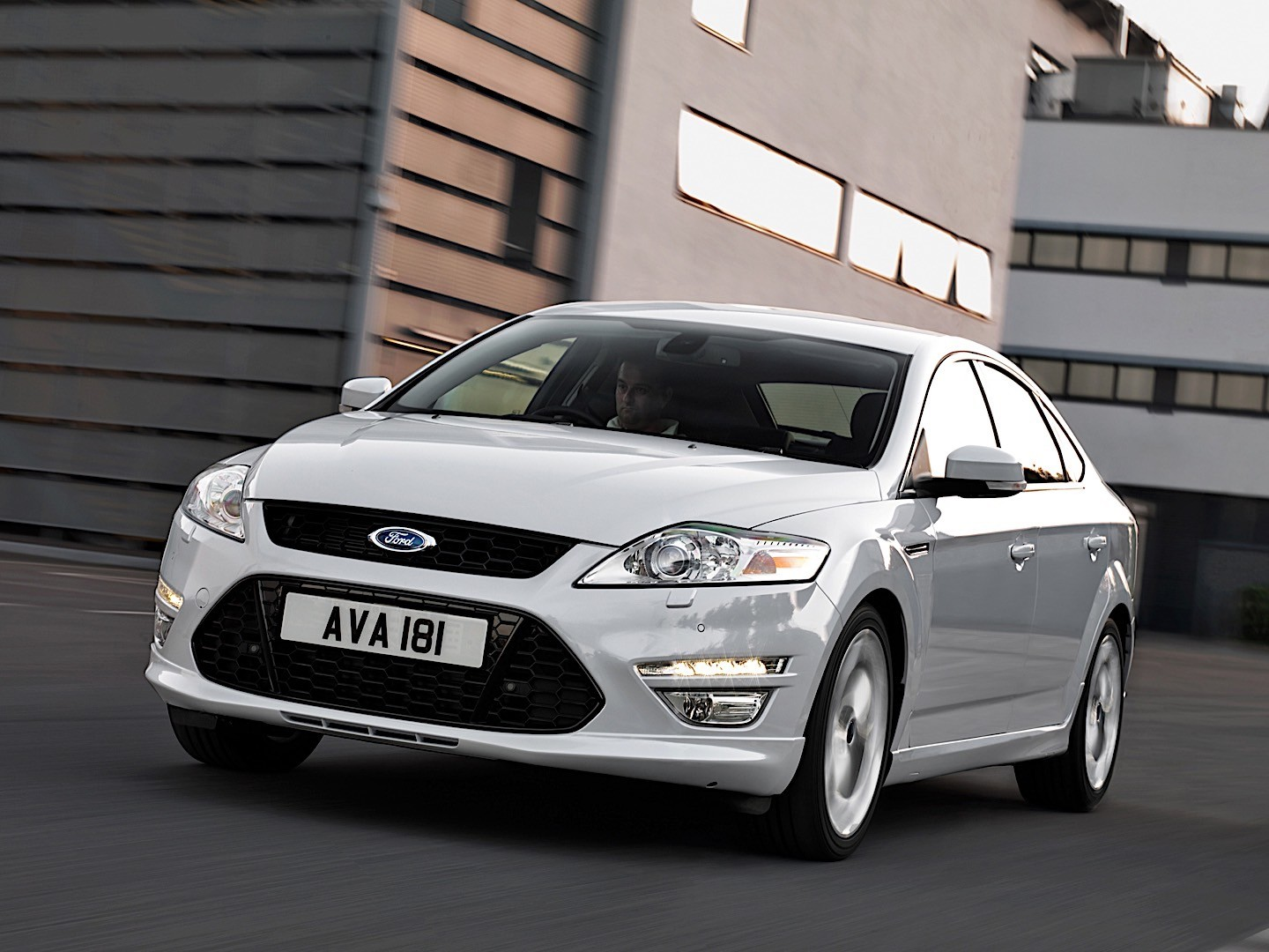 ford mondeo hatchback specs photos 2010 2011 2012 2013 2014 autoevolution. Black Bedroom Furniture Sets. Home Design Ideas