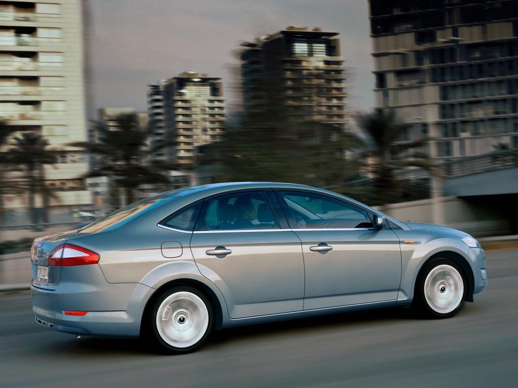 Ford Mondeo Nykii Kiihdyttäessä