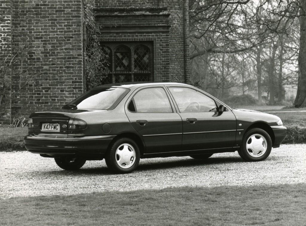 FORD Mondeo Sedan 1993, 1994, 1995, 1996 caractéristiques et ...