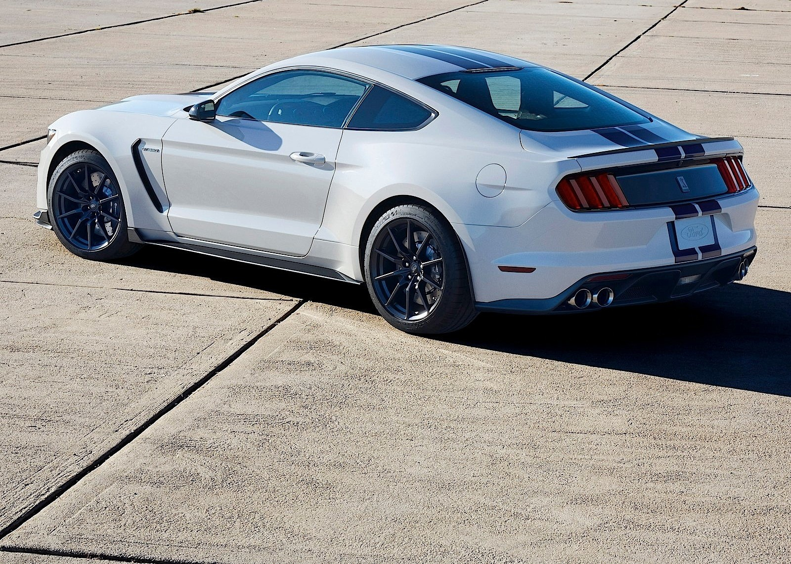 FORD Mustang Shelby GT350 specs & photos - 2015, 2016, 2017, 2018 ...