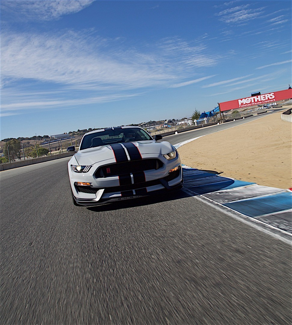 FORD Mustang Shelby GT350R Specs & Photos