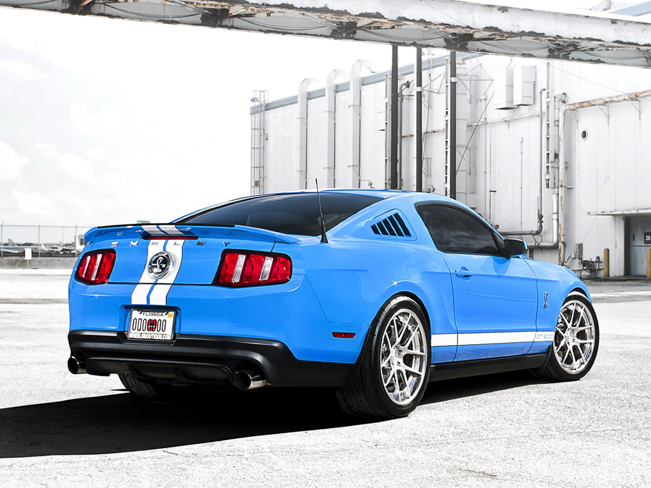FORD Mustang Shelby GT500 specs & photos - 2009, 2010 ...