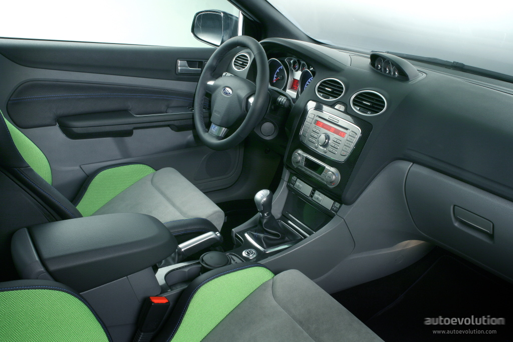 Ford focus rs specs 2008 2009 2010 2011 autoevolution for Interieur ford focus