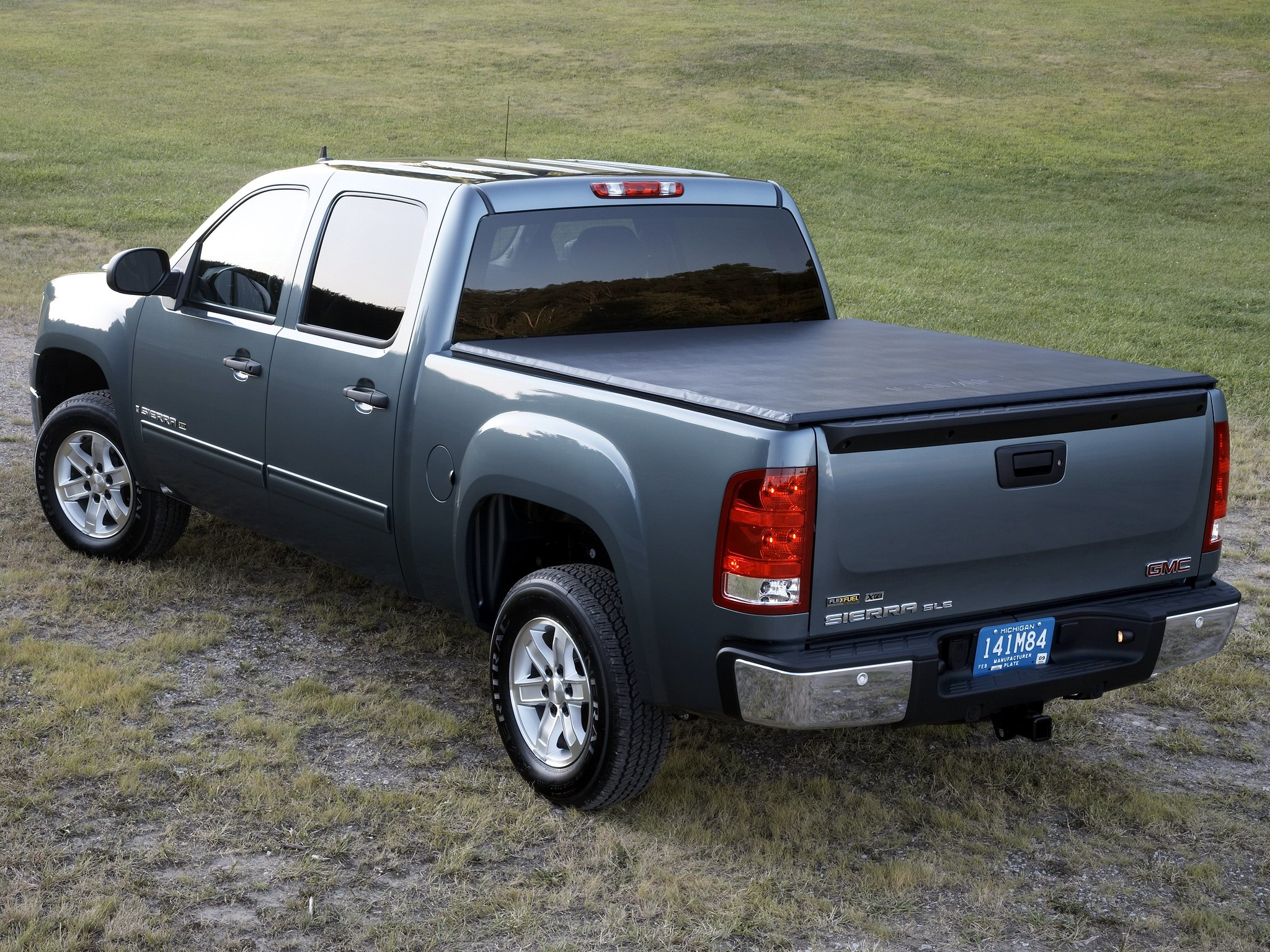 gmc sierra 1500 crew cab 2008 2009 2010 2011 2012 2013 autoevolution. Black Bedroom Furniture Sets. Home Design Ideas