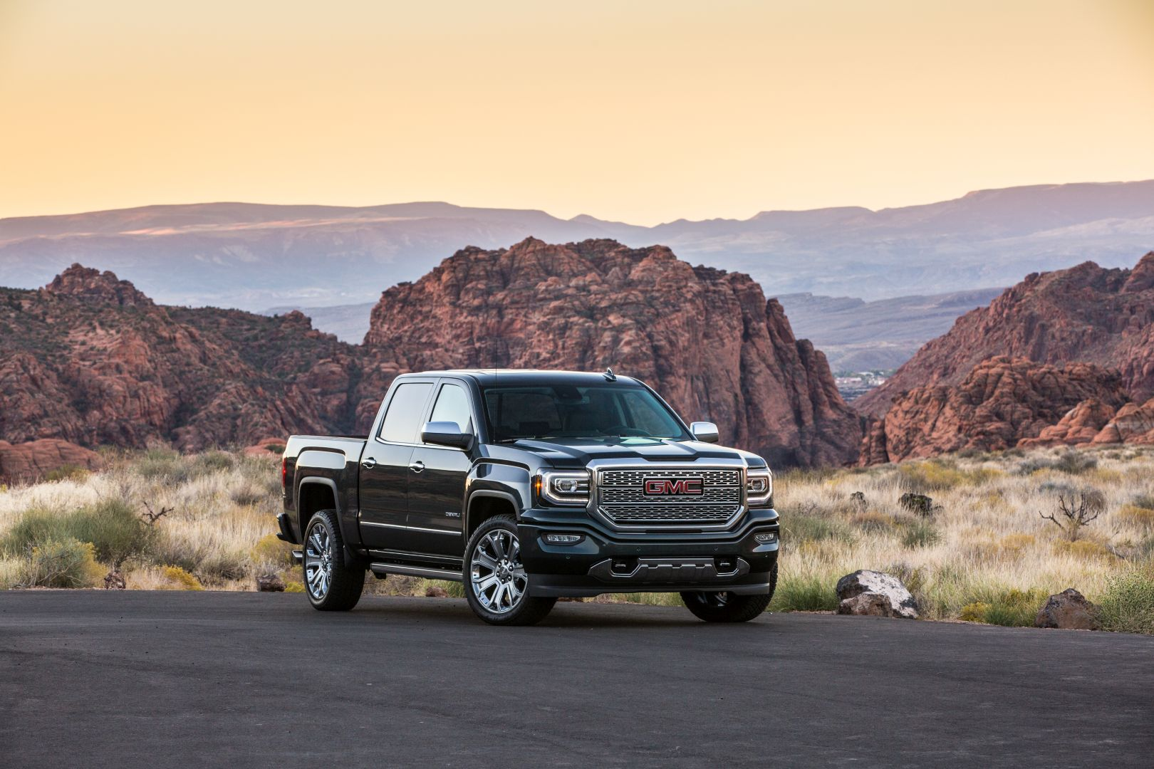 GMC Sierra Denali specs & photos - 2018 - autoevolution