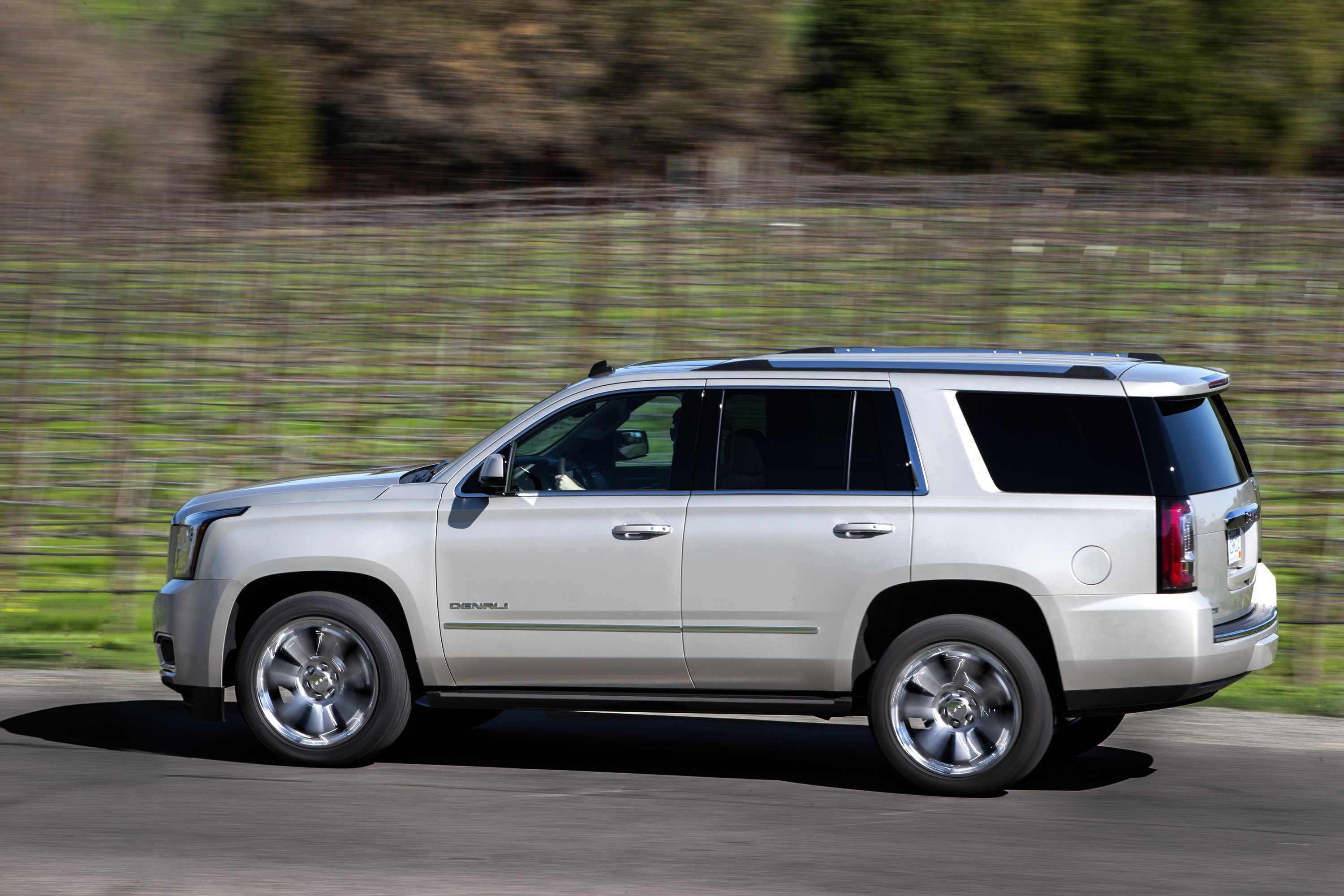yukon denali gmc xl tahoe slt suburban chevrolet cars quick take automatic drive speed autoevolution colors side truck specs motortrend