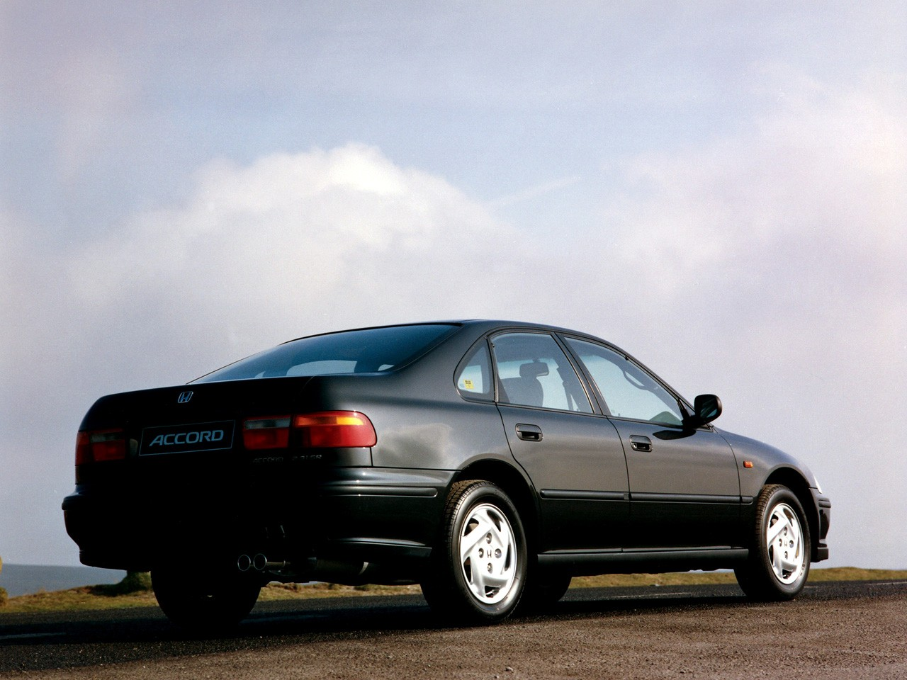 HONDA Accord 4 Doors specs & photos - 1993, 1994, 1995 ...