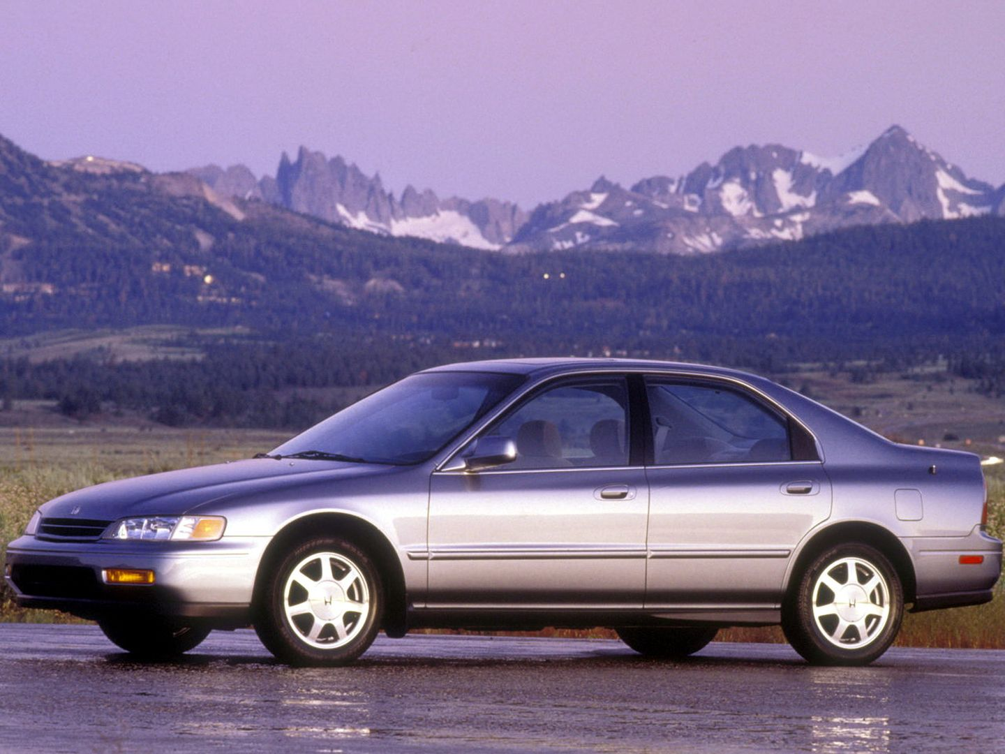 HONDA Accord Sedan US specs & photos - 1997, 1998, 1999 ...