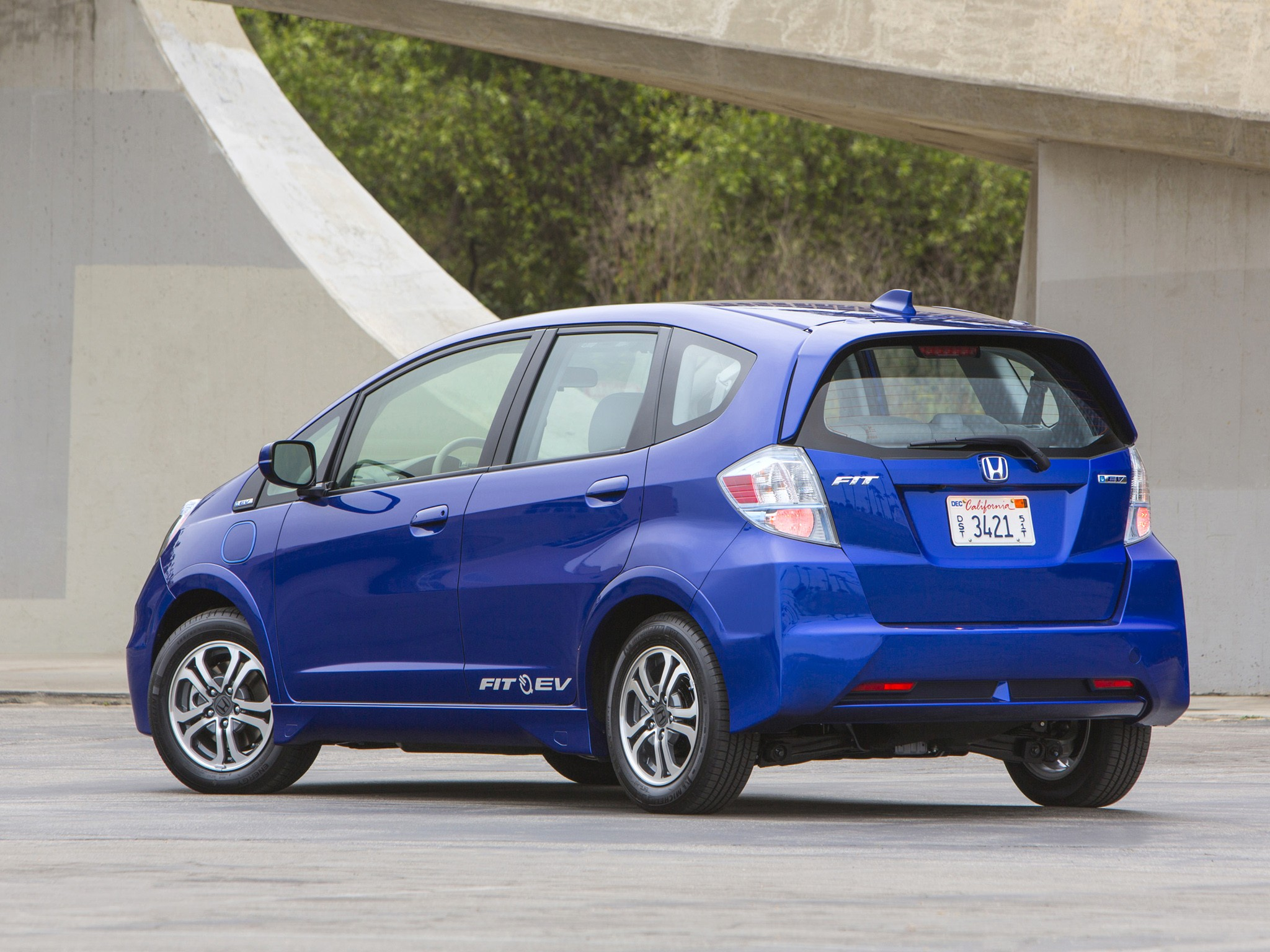 Hydrogen Fuel Cell Cars >> HONDA Fit EV specs & photos - 2012, 2013, 2014 - autoevolution