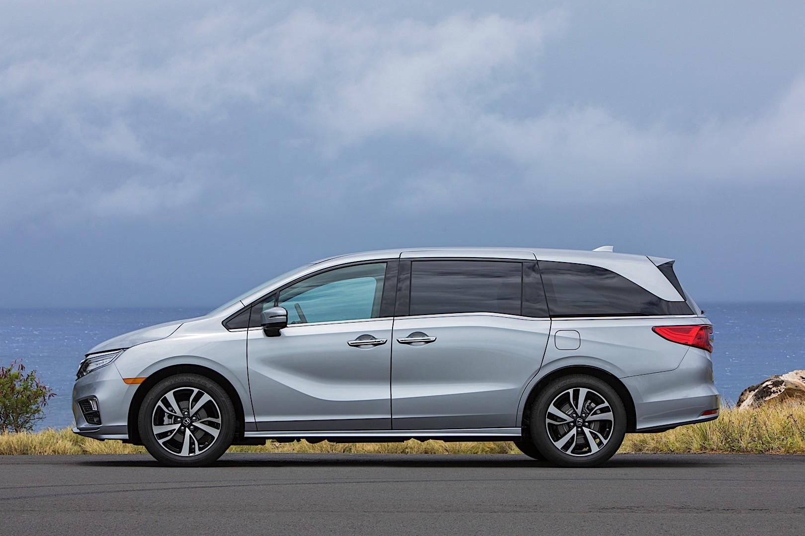 Honda odyssey specs 2017 2018 autoevolution for 2017 honda odyssey lx