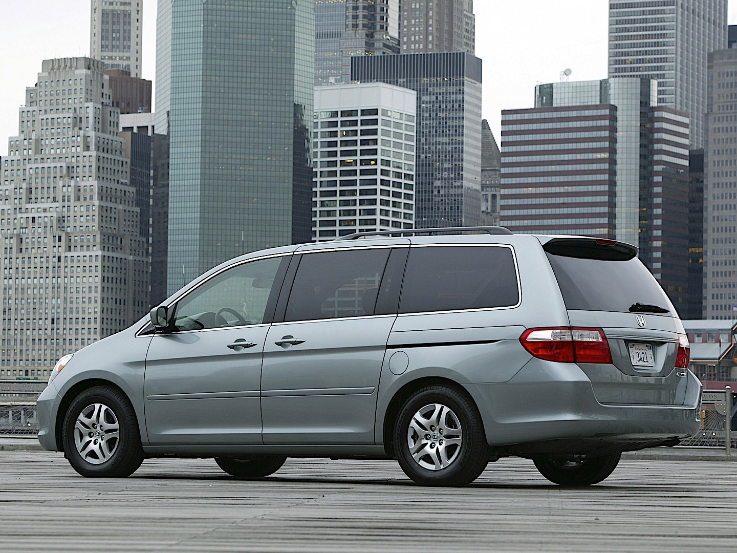 Honda Odyssey Touring  Features