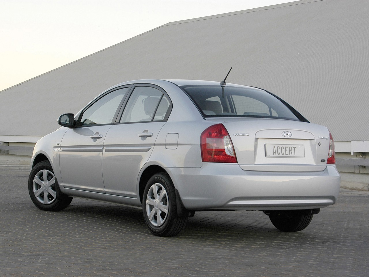 2009 Hyundai Accent Hatchback >> HYUNDAI Accent 4 Doors - 2006, 2007, 2008, 2009, 2010, 2011 - autoevolution