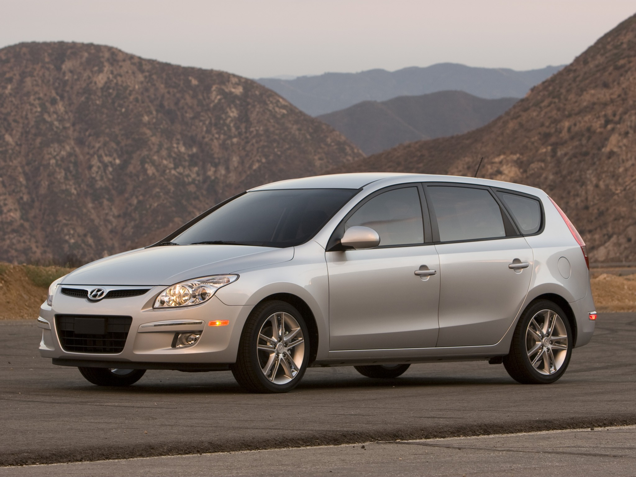 HYUNDAI Elantra Touring specs & photos - 2009, 2010, 2011 ...