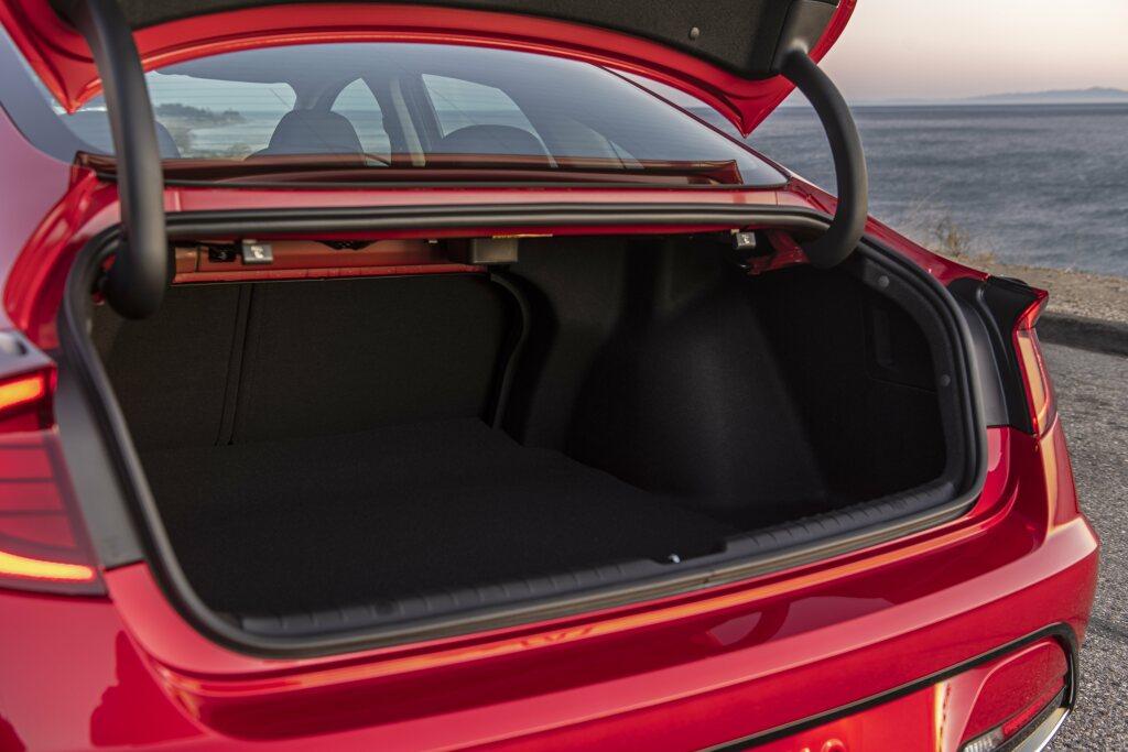 KIA K5 2020 багажник