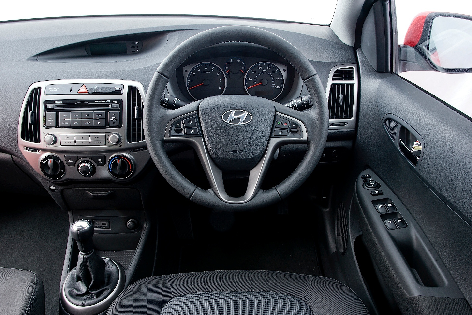 Hyundai i20 specs 2009 2010 2011 2012 2013 2014 for Interieur hyundai i20