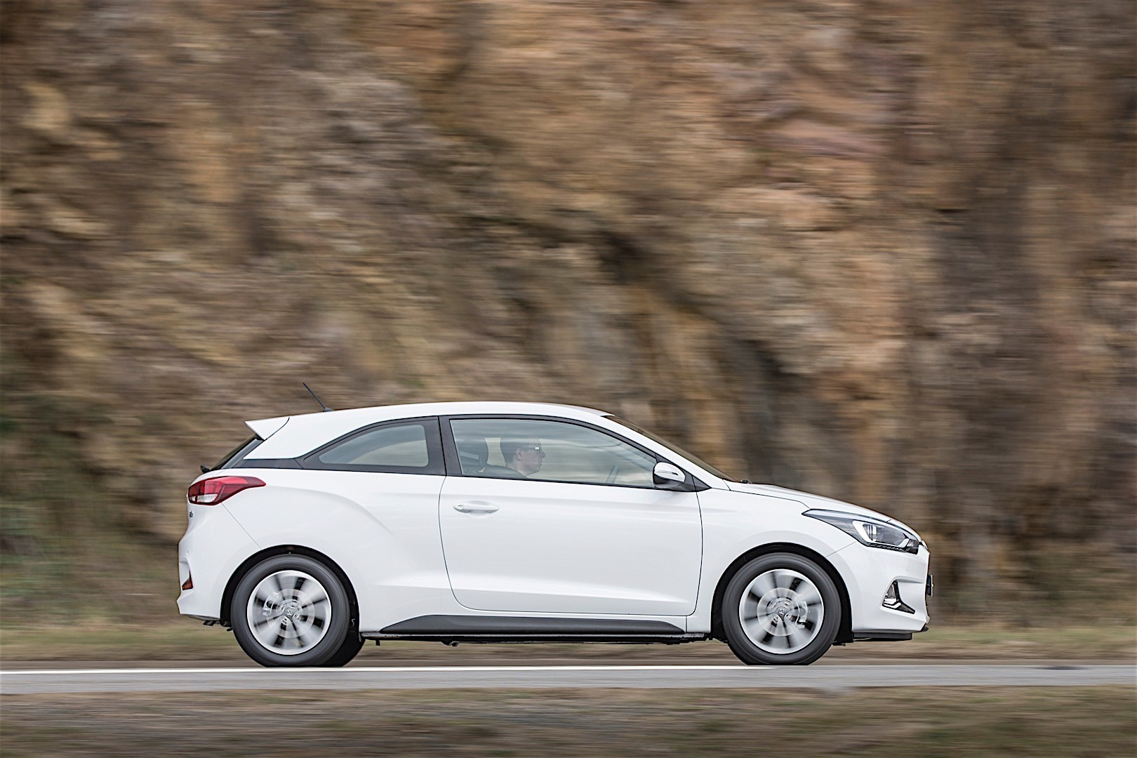 hyundai i20 coupe specs 2015 2016 2017 2018. Black Bedroom Furniture Sets. Home Design Ideas