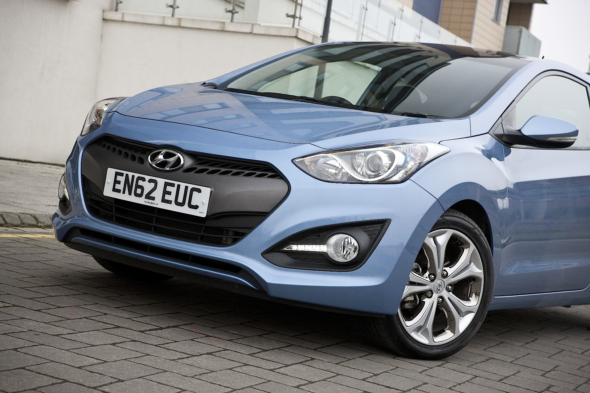 Hyundai I30 Coupe Specs Amp Photos 2012 2013 2014 2015