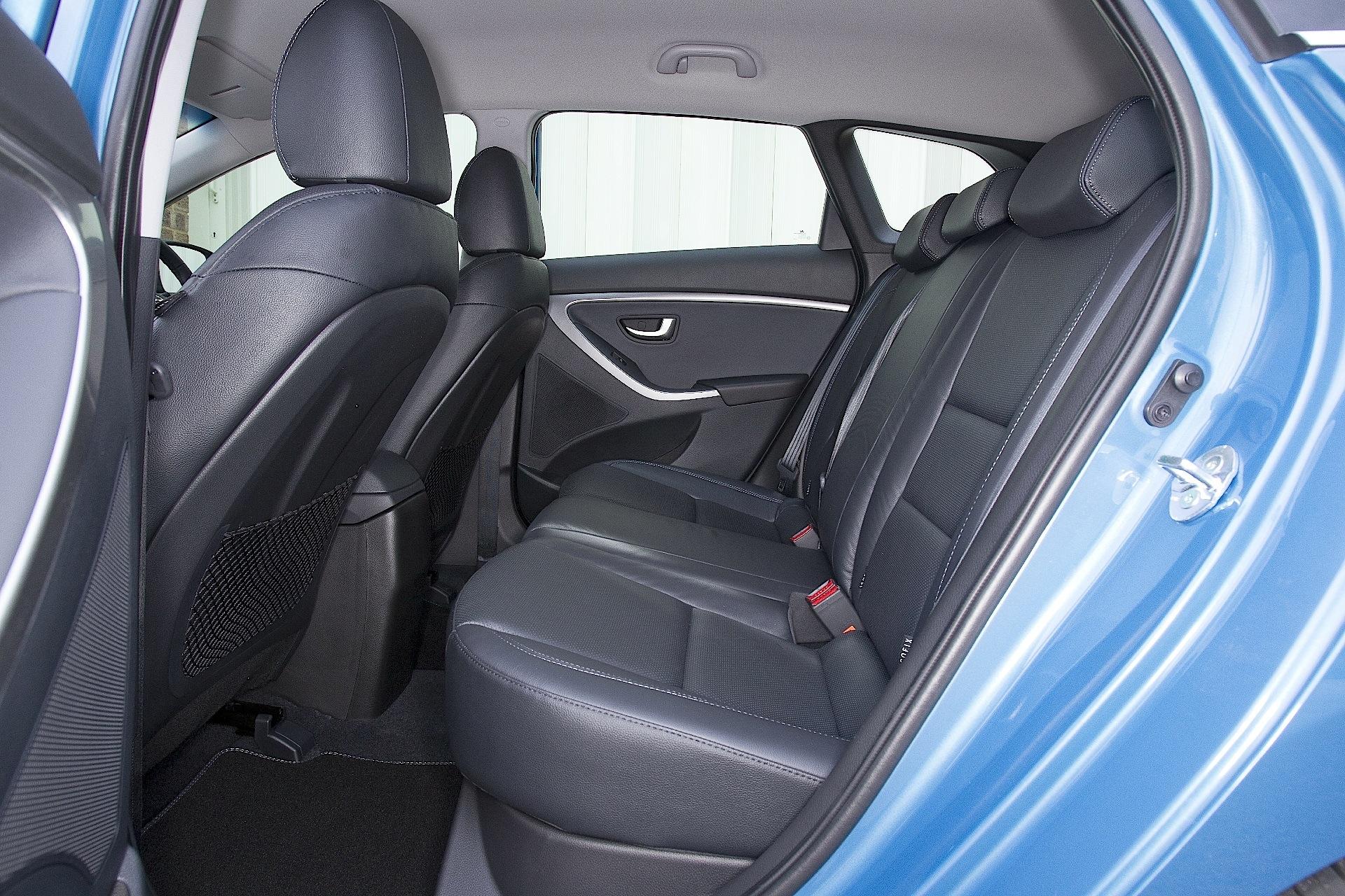 hyundai i30 wagon specs 2012 2013 2014 2015 2016 2017 autoevolution. Black Bedroom Furniture Sets. Home Design Ideas