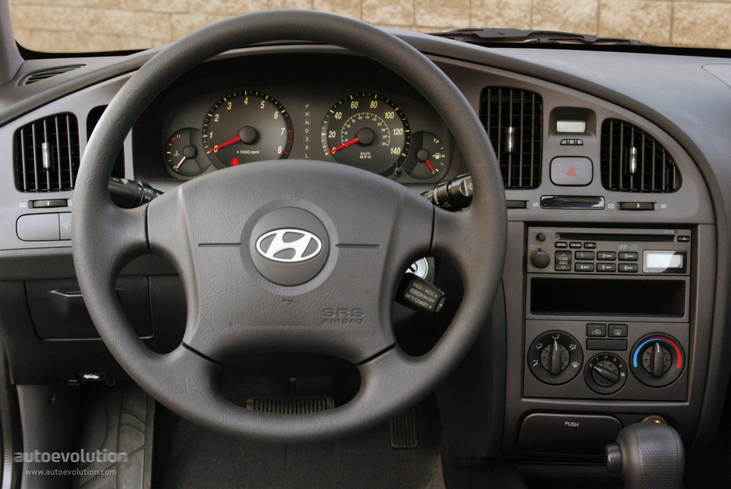 HYUNDAI Elantra 4 Doors specs & photos - 2003, 2004, 2005 ...