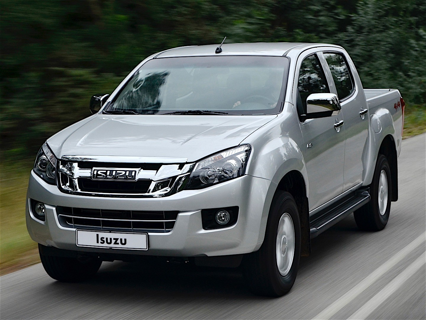 isuzu d max double cab 2012 2013 2014 2015 autoevolution. Black Bedroom Furniture Sets. Home Design Ideas