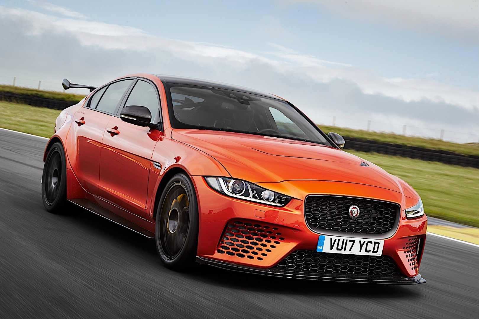 jaguar xe sv project 8 specs 2017 2018 autoevolution. Black Bedroom Furniture Sets. Home Design Ideas