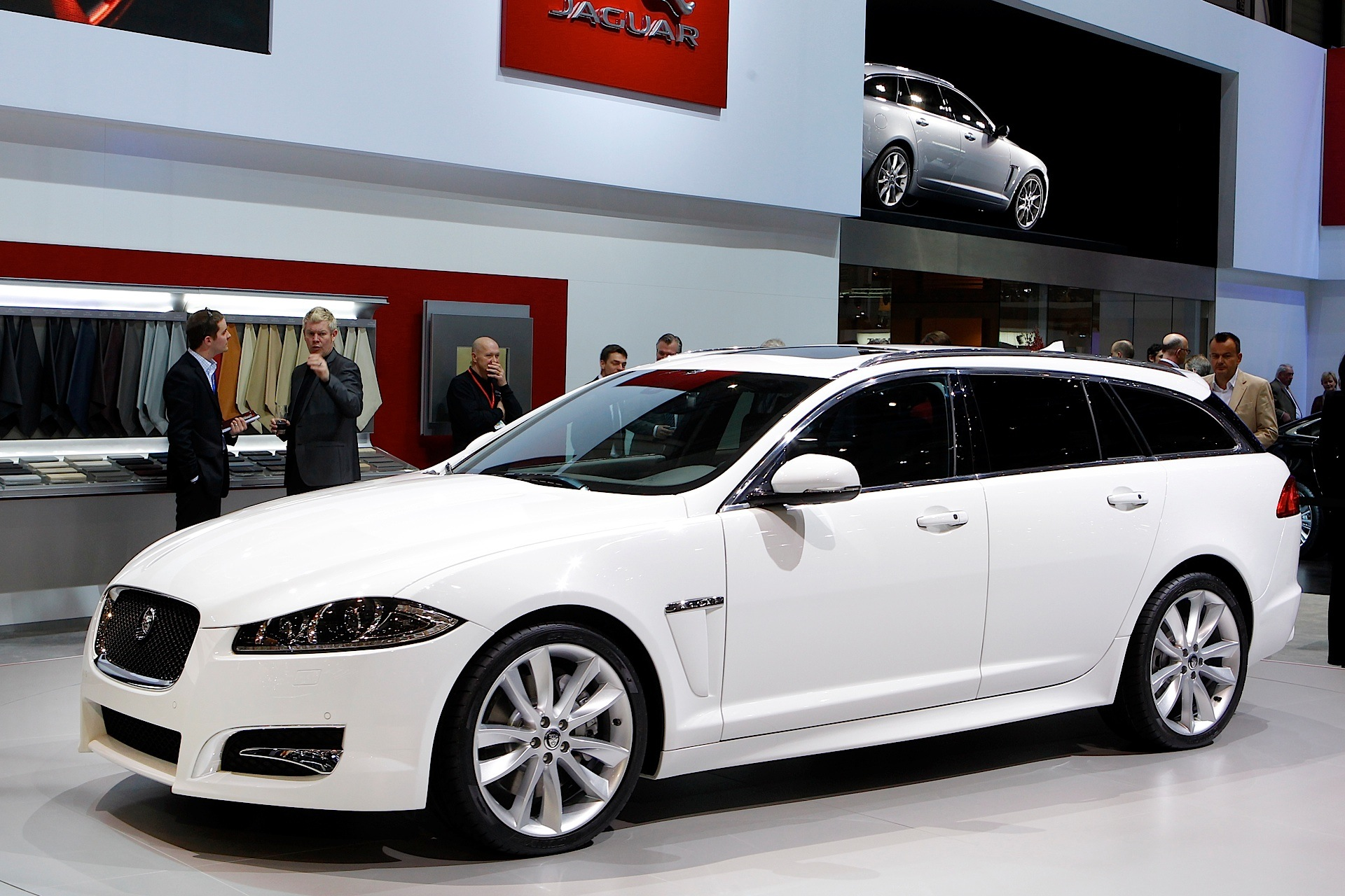 jaguar xf sportbrake specs photos 2012 2013 2014. Black Bedroom Furniture Sets. Home Design Ideas