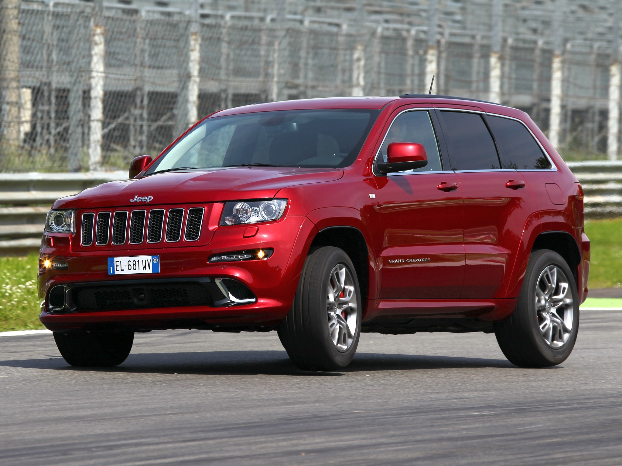 jeep grand cherokee srt 8 specs 2012 2013 2014 autoevolution. Black Bedroom Furniture Sets. Home Design Ideas