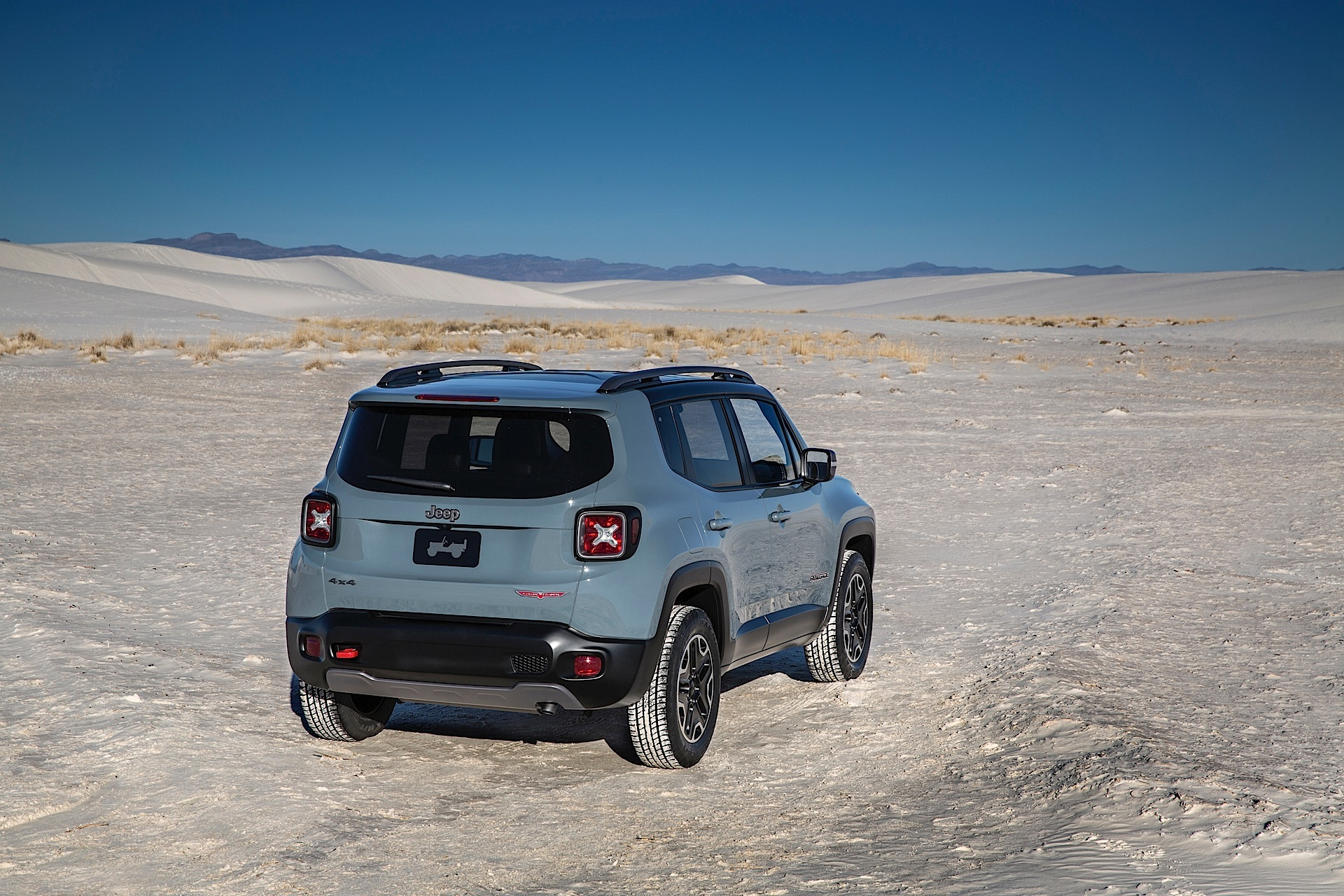 jeep renegade specs photos 2014 2015 2016 2017. Black Bedroom Furniture Sets. Home Design Ideas