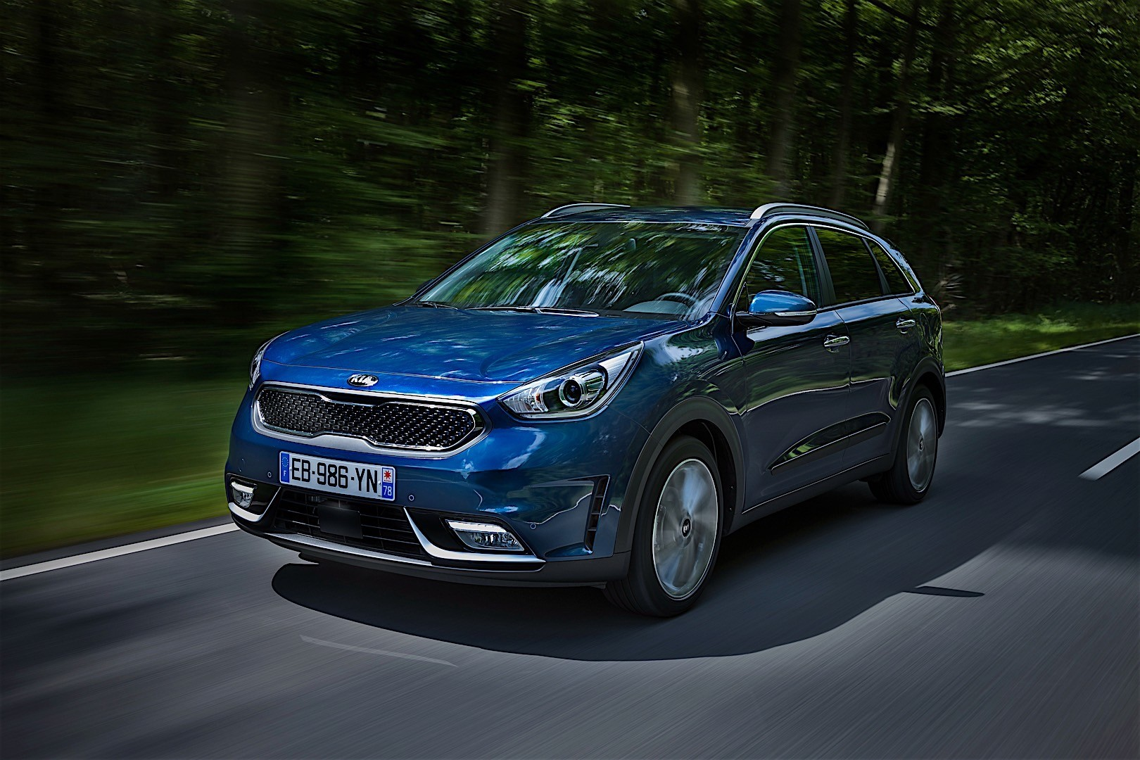 kia niro specs 2016 2017 2018 autoevolution. Black Bedroom Furniture Sets. Home Design Ideas