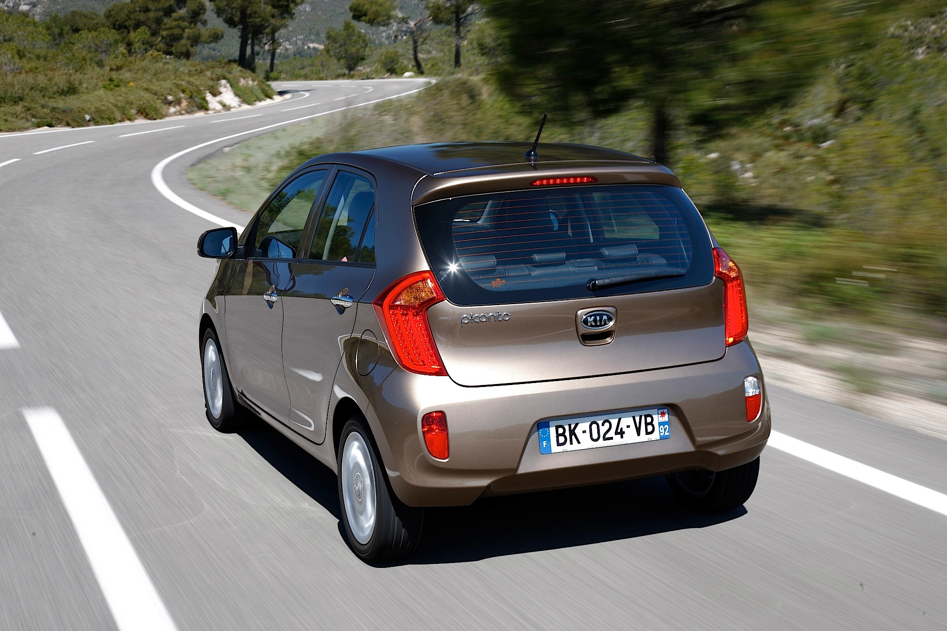 kia picanto 5 doors specs photos 2011 2012 2013 2014 2015 autoevolution. Black Bedroom Furniture Sets. Home Design Ideas