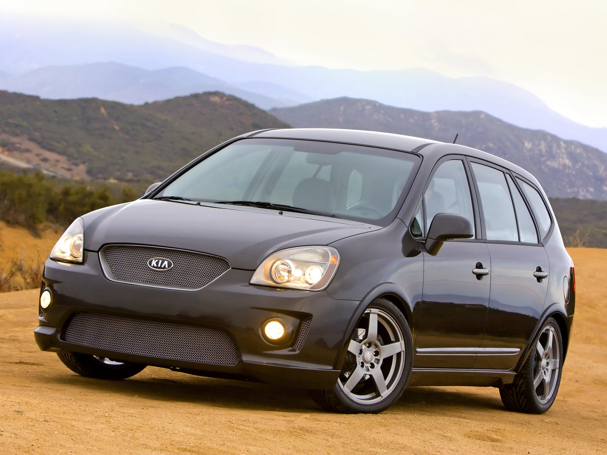 KIA Rondo specs & photos - 2008, 2009, 2010, 2011, 2012 ...