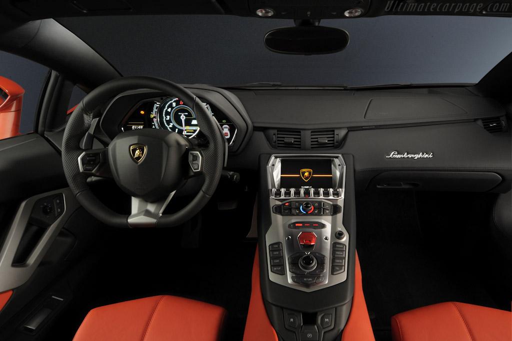 LAMBORGHINI Aventador LP 700-4 specs & photos - 2011, 2012 ...