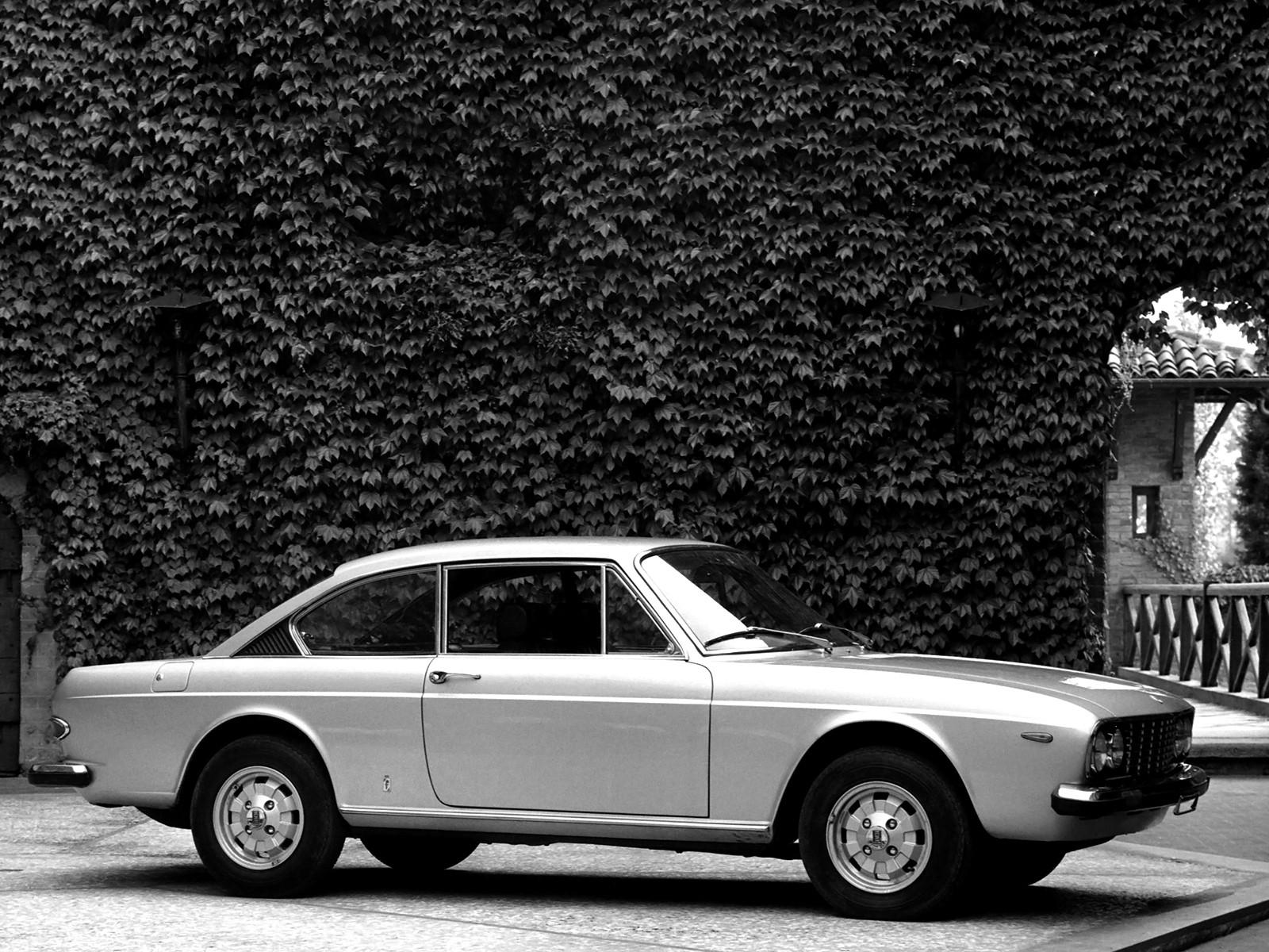 https://s1.cdn.autoevolution.com/images/gallery/LANCIA-2000-Coupe-3372_11.jpg