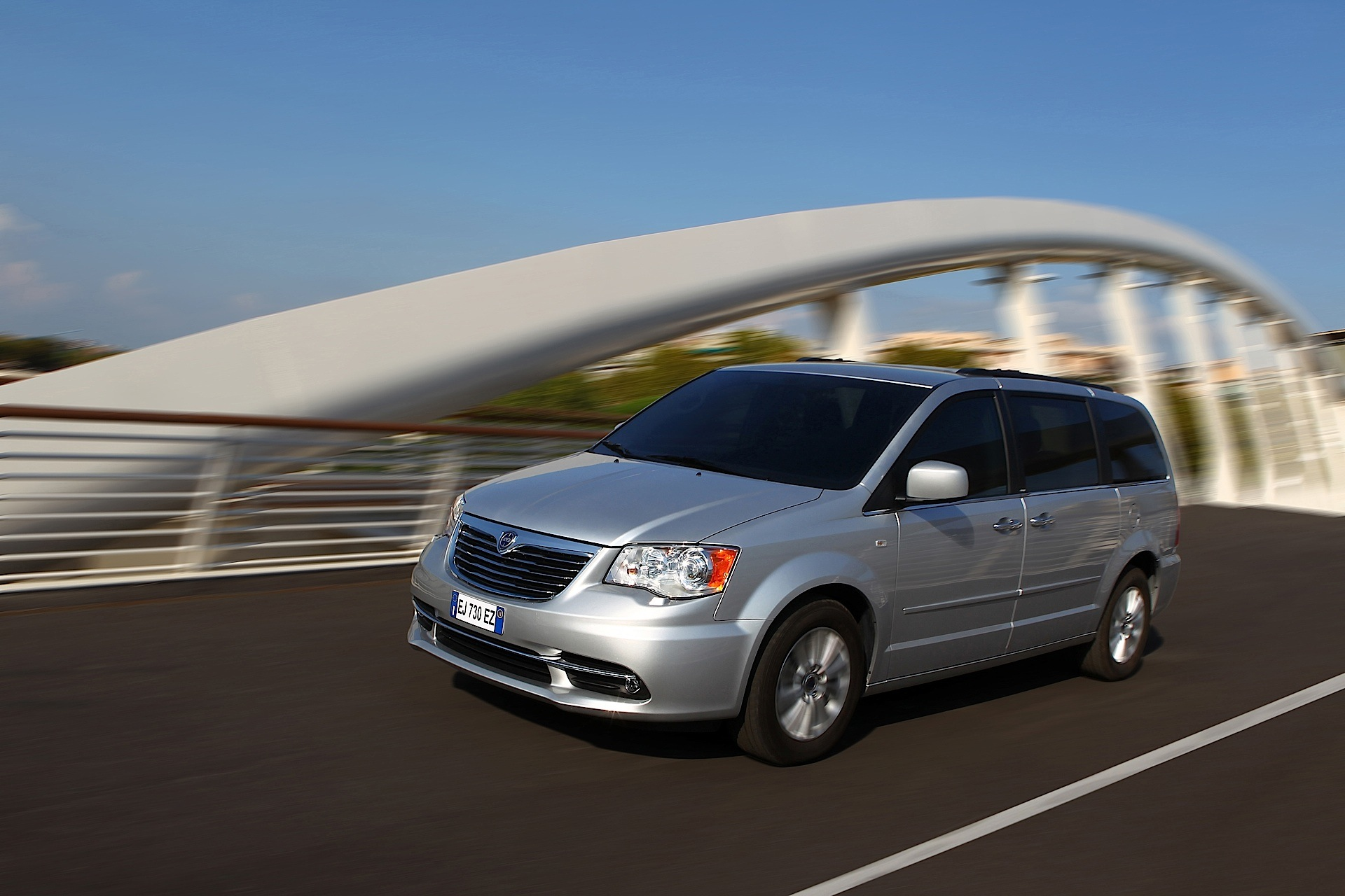 What Is Climate Control >> LANCIA Voyager specs & photos - 2011, 2012, 2013, 2014, 2015 - autoevolution