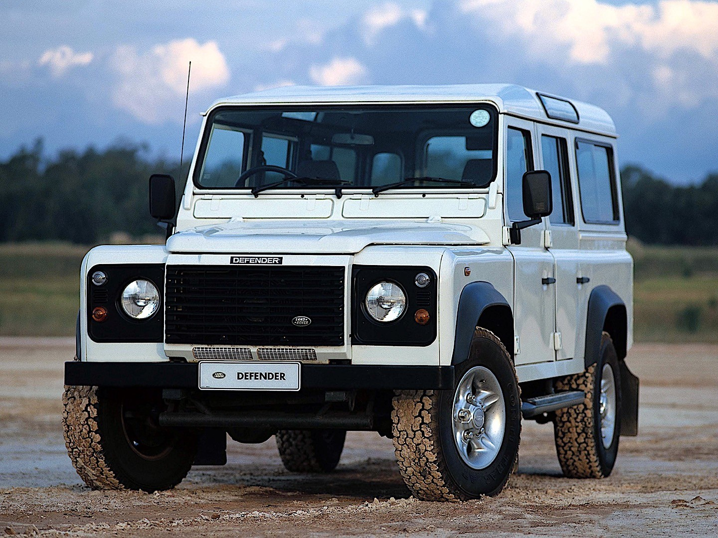 Land Rover Defender 110 >> LAND ROVER Defender 110 specs & photos - 1991, 1992, 1993 ...