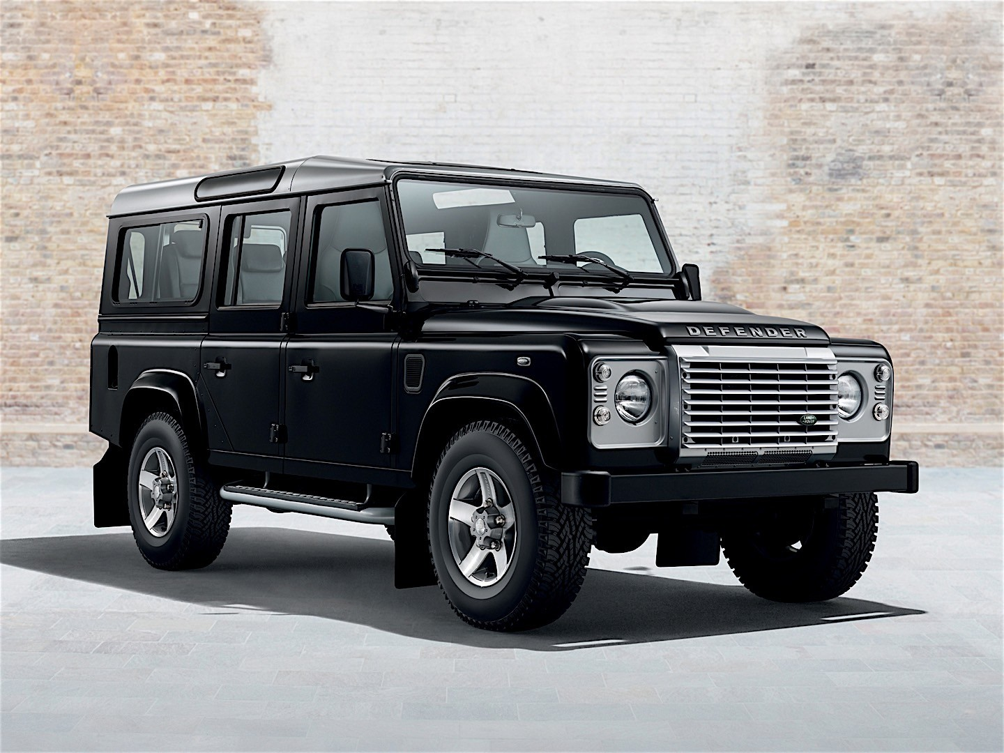 land rover defender 110 2012 2013 2014 2015 2016 autoevolution. Black Bedroom Furniture Sets. Home Design Ideas