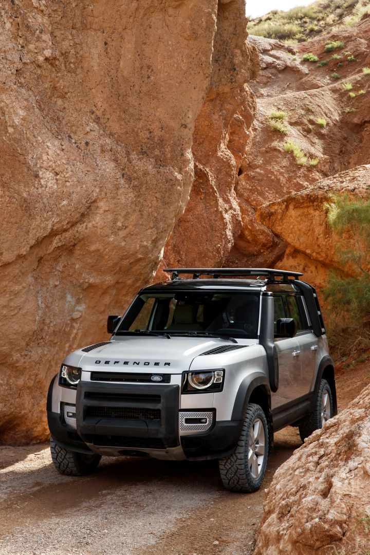 LAND ROVER Defender 110 specs & photos - 2019, 2020 ...