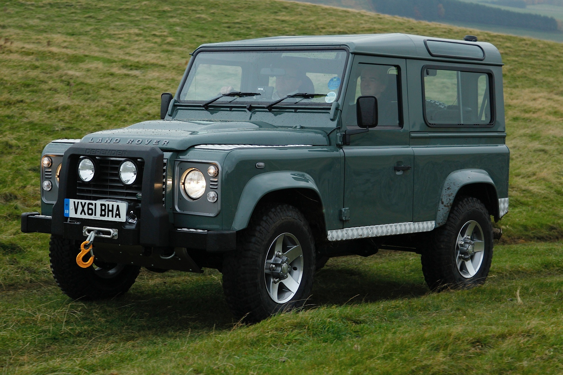 land rover defender 90 2012 2013 2014 2015 2016 autoevolution. Black Bedroom Furniture Sets. Home Design Ideas