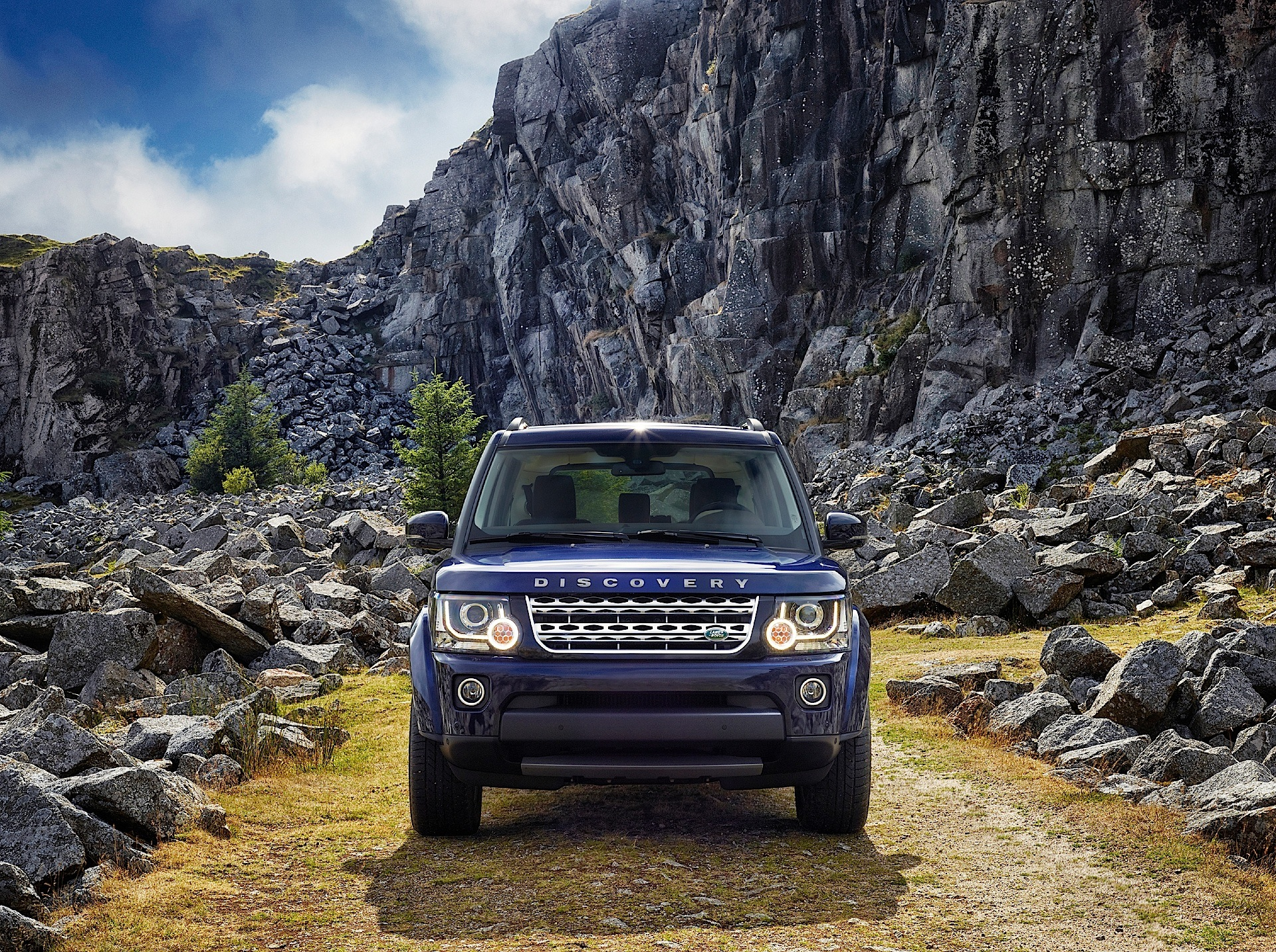 LAND ROVER Discovery - LR4 specs & photos - 2013, 2014 ...
