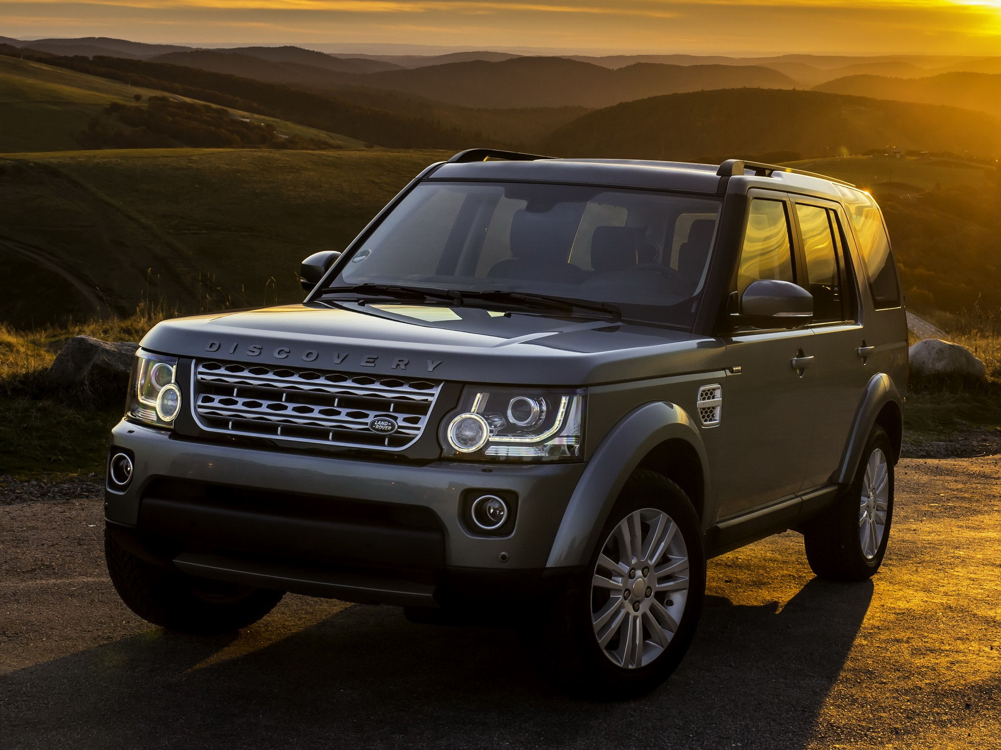 land rover discovery lr4 2013 2014 2015 2016 autoevolution. Black Bedroom Furniture Sets. Home Design Ideas