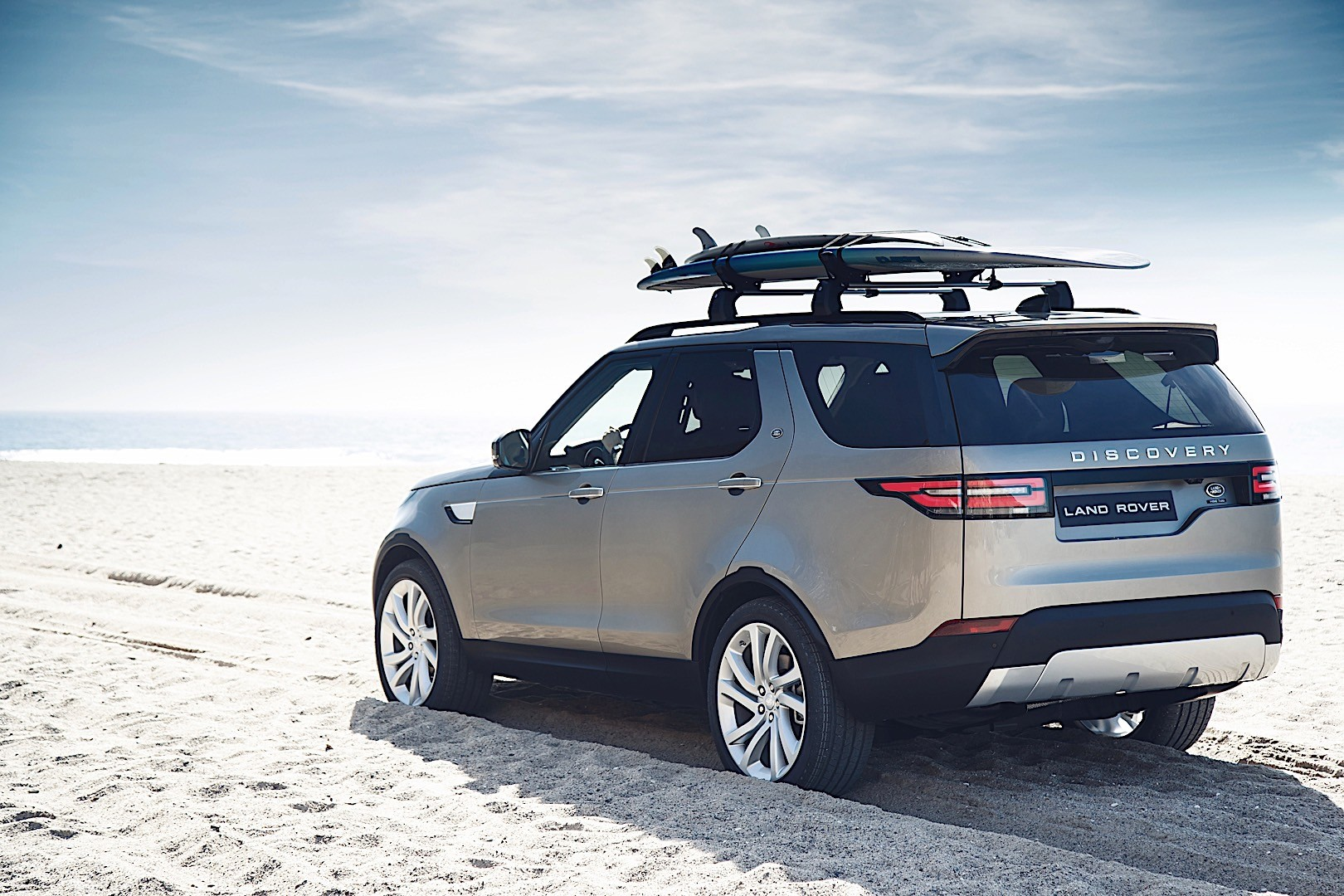 land rover discovery specs 2017 2018 autoevolution. Black Bedroom Furniture Sets. Home Design Ideas