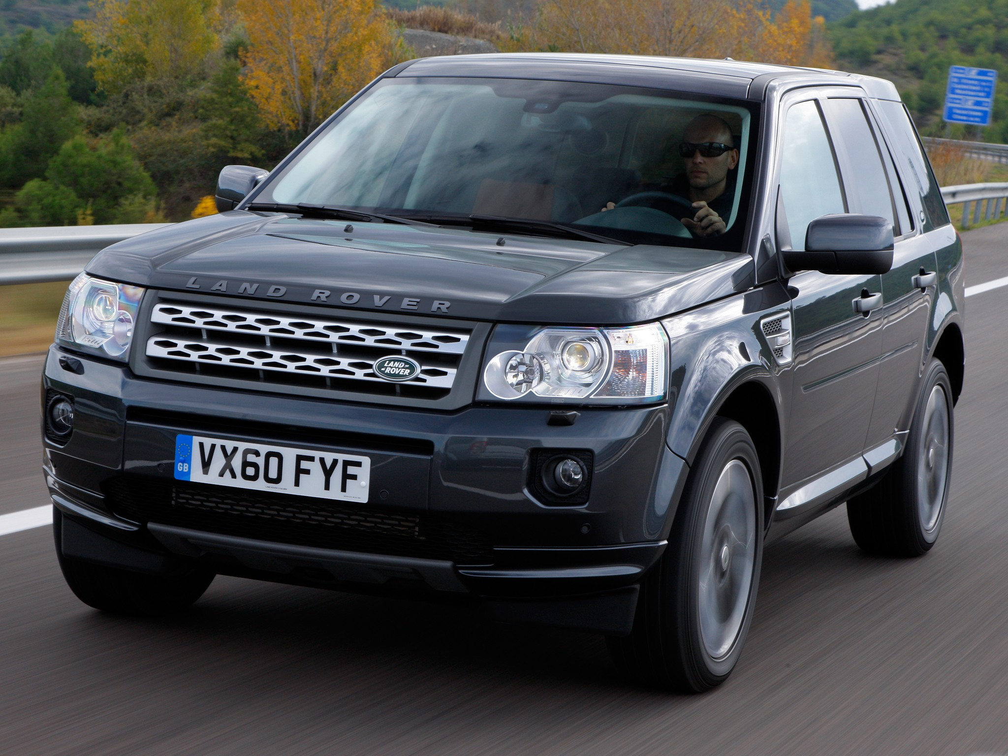 land rover freelander lr2 specs photos 2009 2010. Black Bedroom Furniture Sets. Home Design Ideas