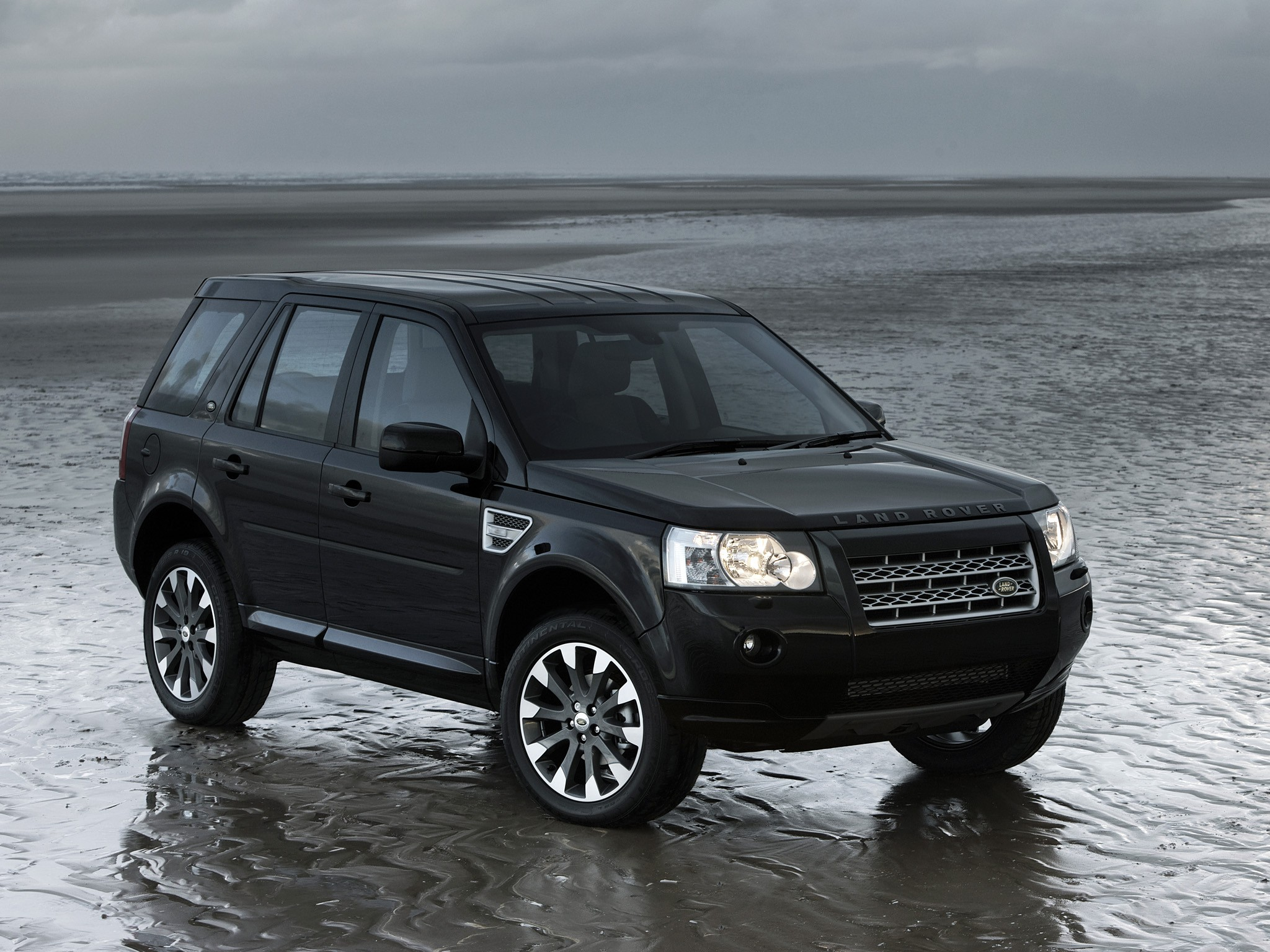 land rover freelander lr2 2009 2010 2011 2012 2013 2014 autoevolution. Black Bedroom Furniture Sets. Home Design Ideas