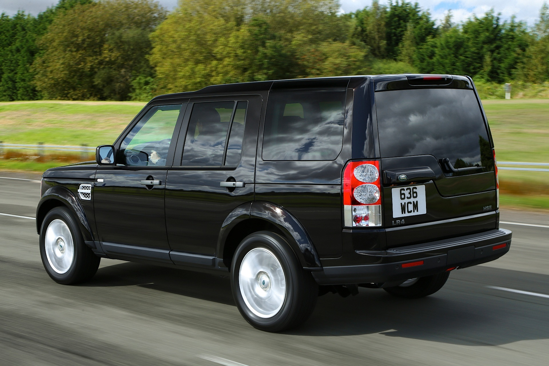 land rover discovery lr4 specs   photos 2009  2010