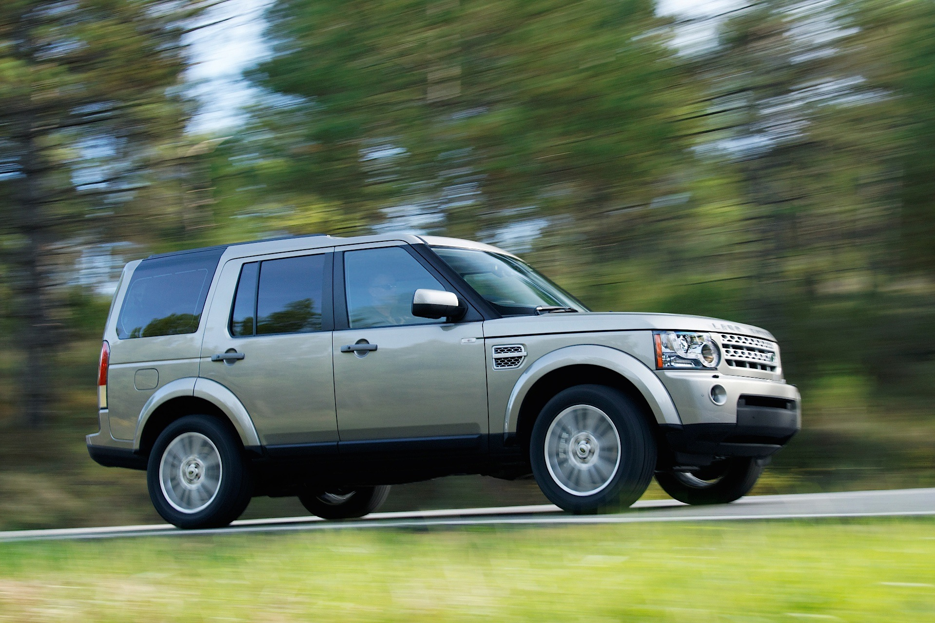 Land Rover Discovery Lr4 Specs Amp Photos 2009 2010