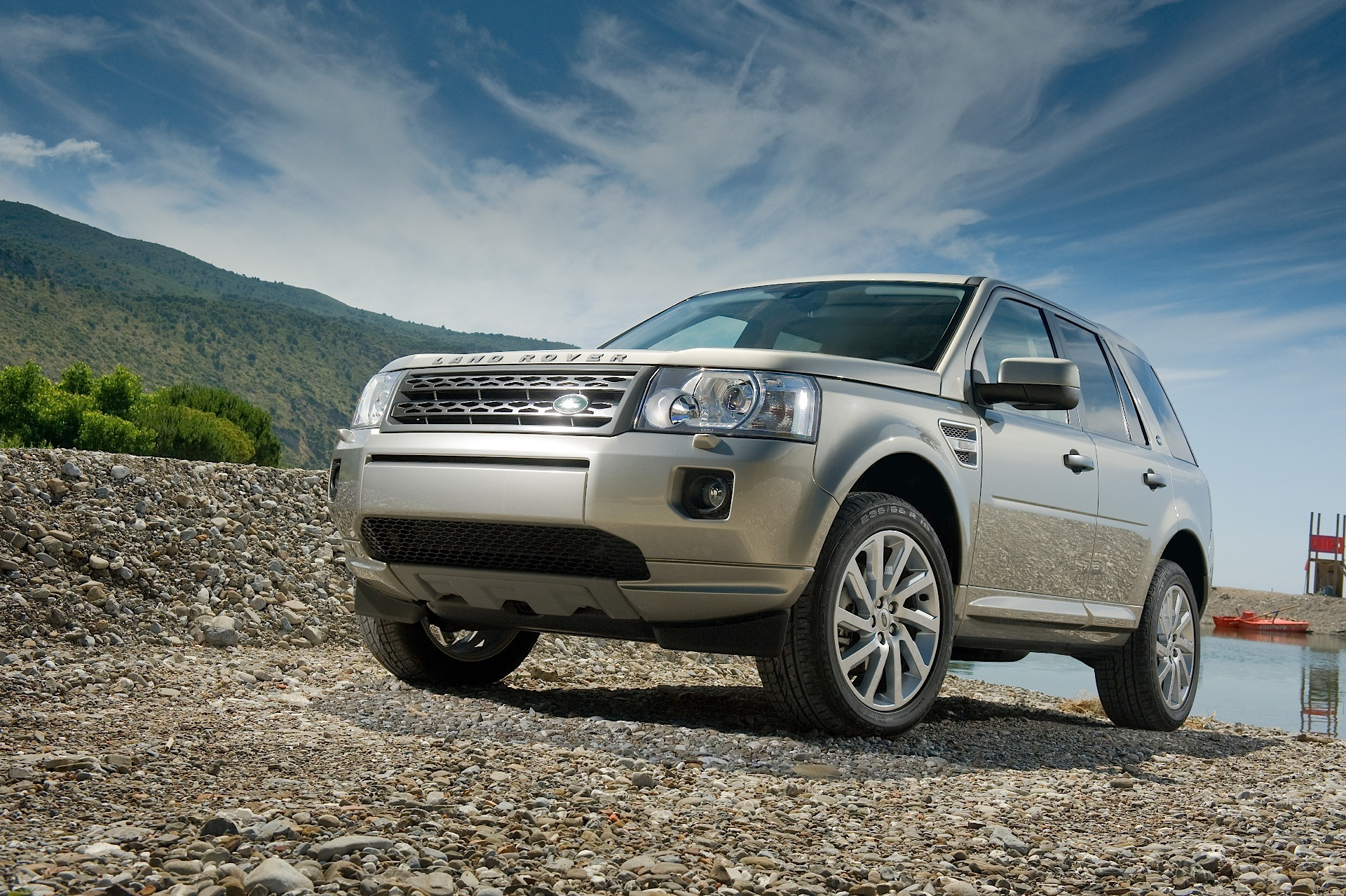 land rover freelander lr2 specs 2009 2010 2011 2012 2013 2014 autoevolution. Black Bedroom Furniture Sets. Home Design Ideas