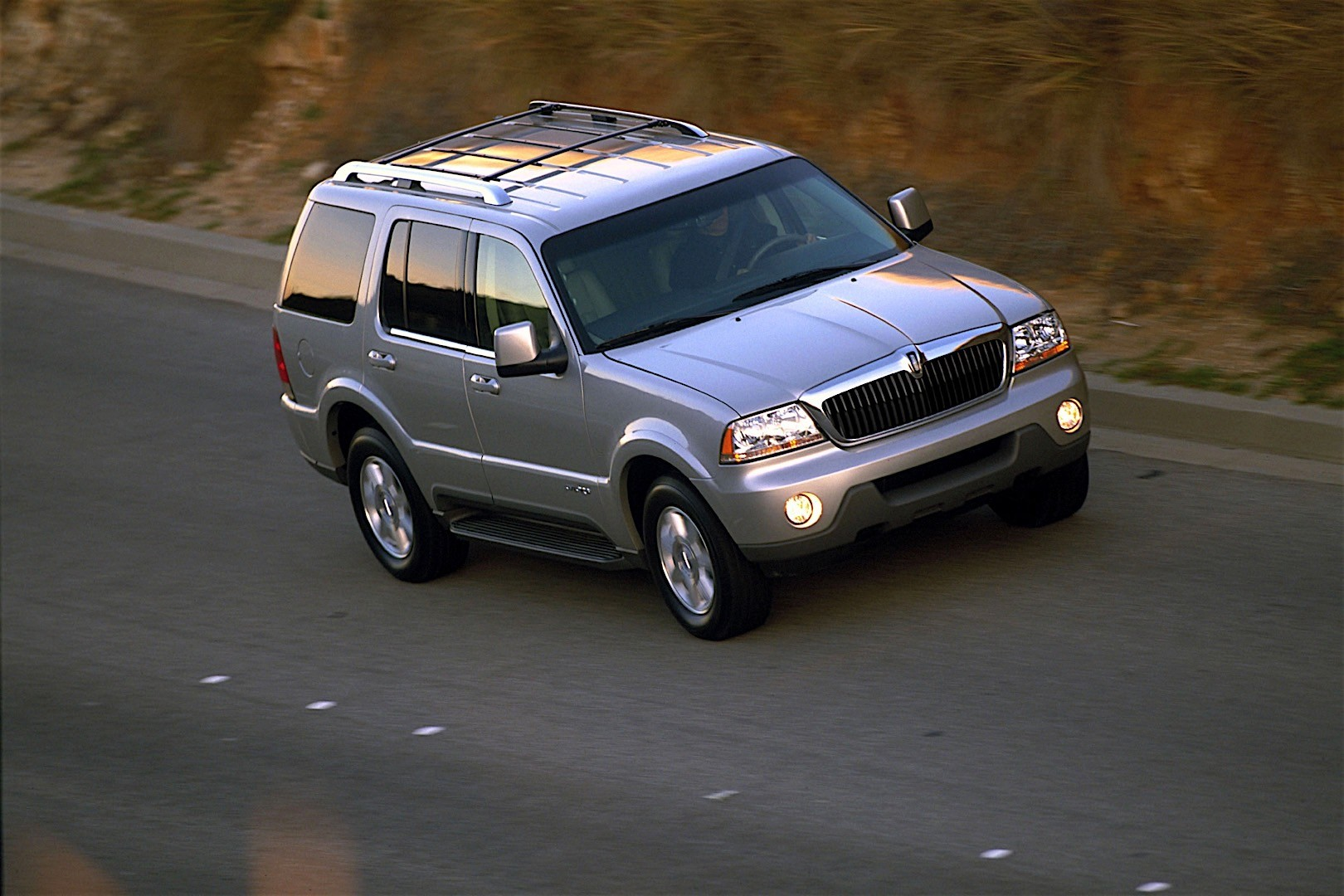 Lincoln Aviator on 2002 Explorer V8